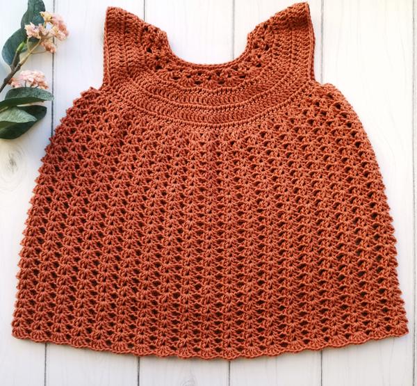 hækleopskrift kjole til baby
